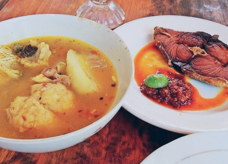 Culinary – Authentic Taste of Local Spicy Fried Fish and Soup, Makbeng